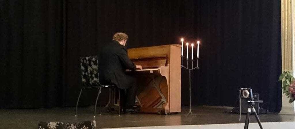 pianist vid pianot