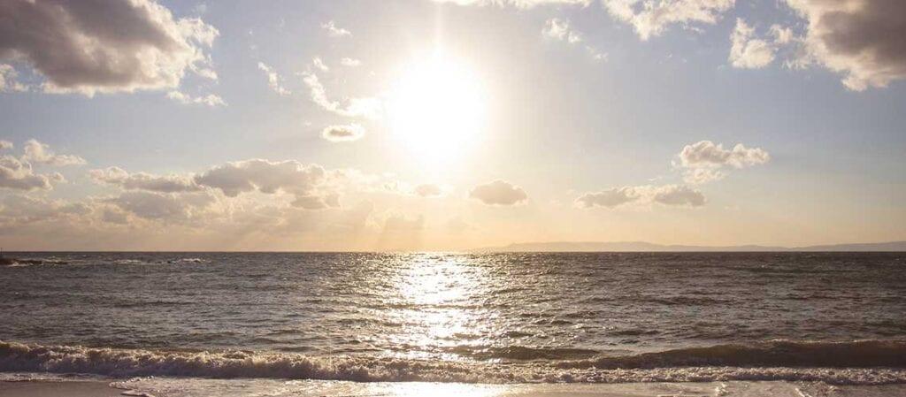 sol, moln och hav