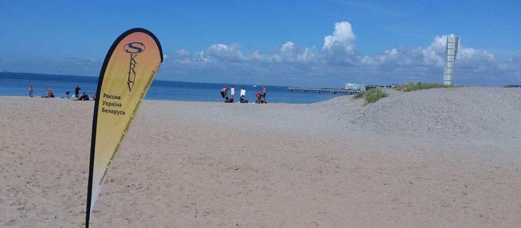flagga på en strand